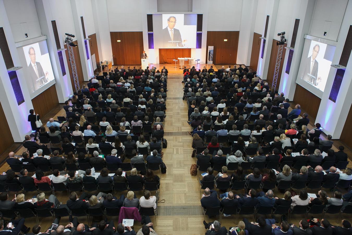 Plenarsaal mit über 400 Gästen